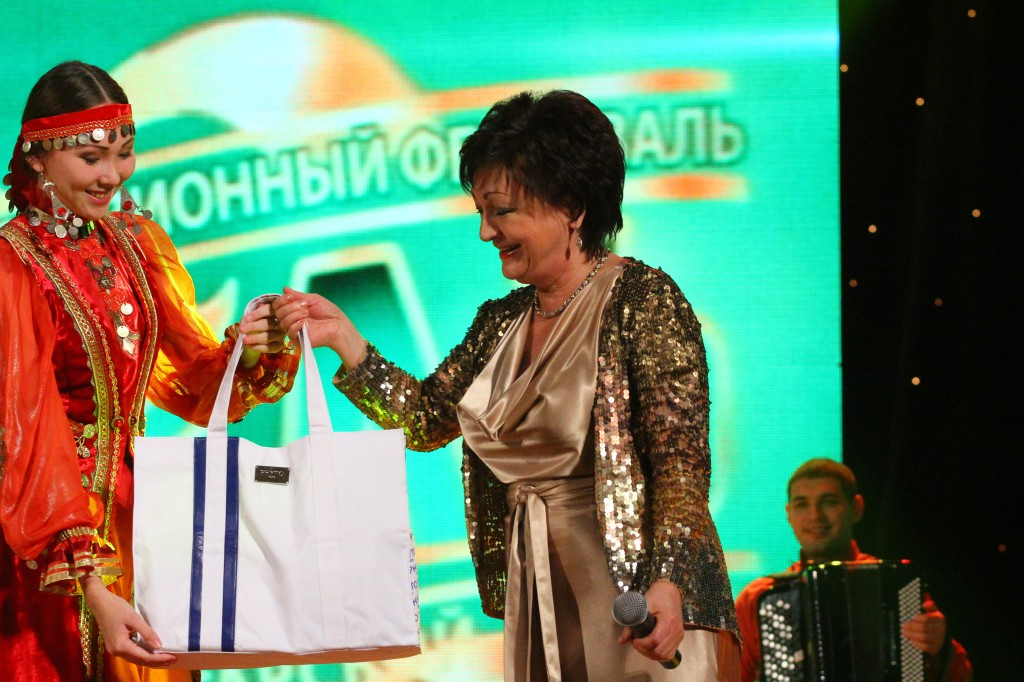 """Венера Ганиева и специальный приз от генерального спонсора ЗАО """"Фармленд""""!"""